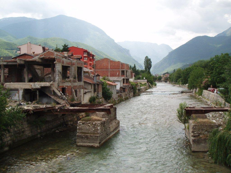 Pejë in Kosovo, showing extensive rebuilding only six years after the destruction of the expulsion.