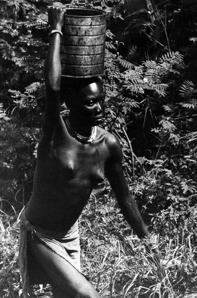 Woman balancing bag (photo Steven Schewe).