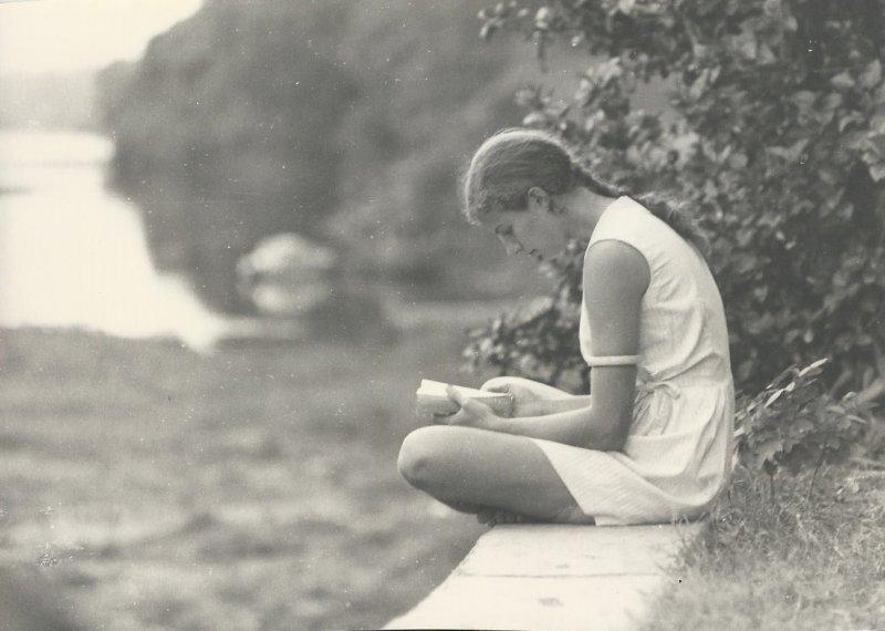 Deborah on Baro embankment (photo Steven Schewe).